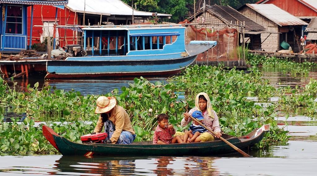 Avoiding the water hyacinths, Prek Toal