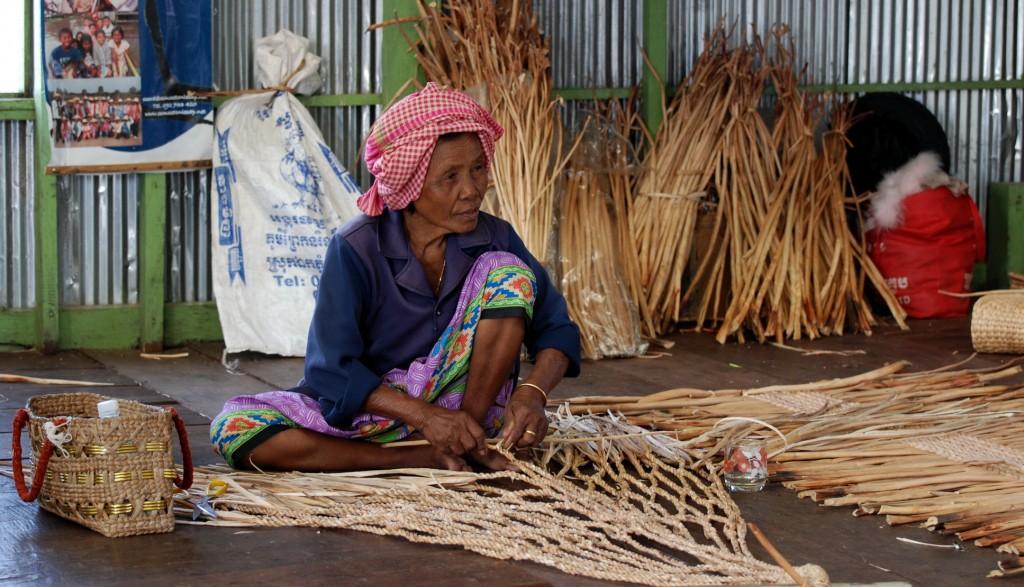 Prek Toal, weaving