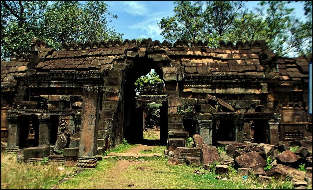 Wat Nokor, Kompong Cham, eastern gopura