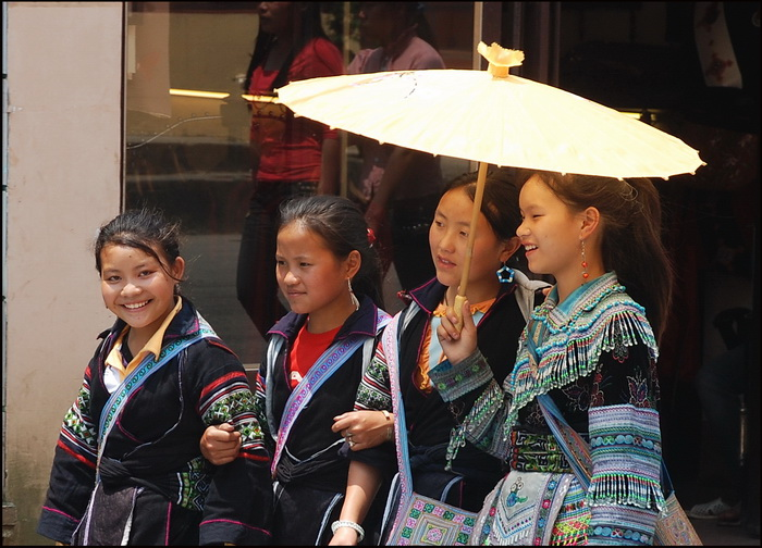Hmong girls off to Sapa Market