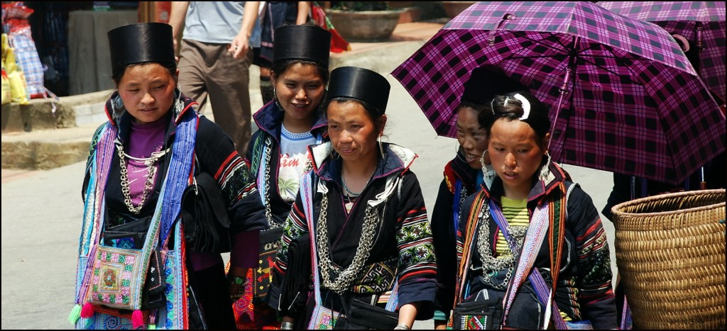 Black Hmong girls in Sapa