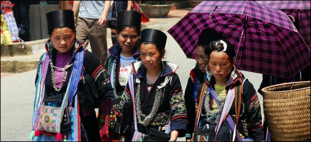 Black Hmong girls in Sapa
