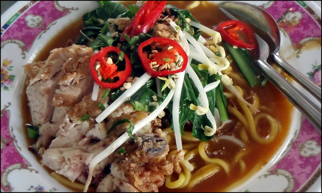 An awesome curry mee in a Kuching steet stall