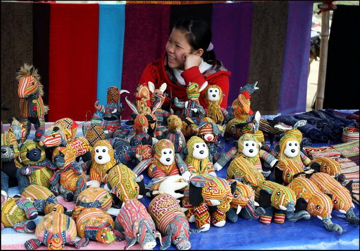 Bac Ha, soft toys Flower Hmong style