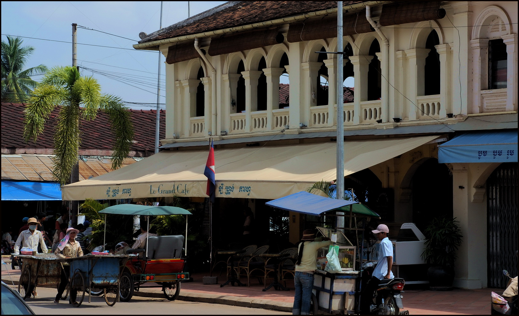 Street vendors in front of Siem Reap's Le Grand Cafe