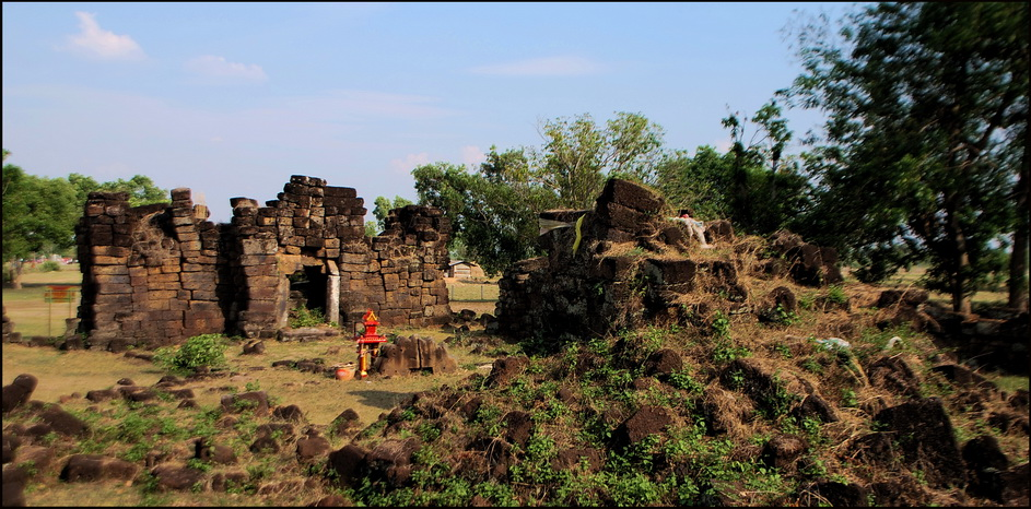 Ruins of a possible Angkor period way station between Surin and Sikhoraphum