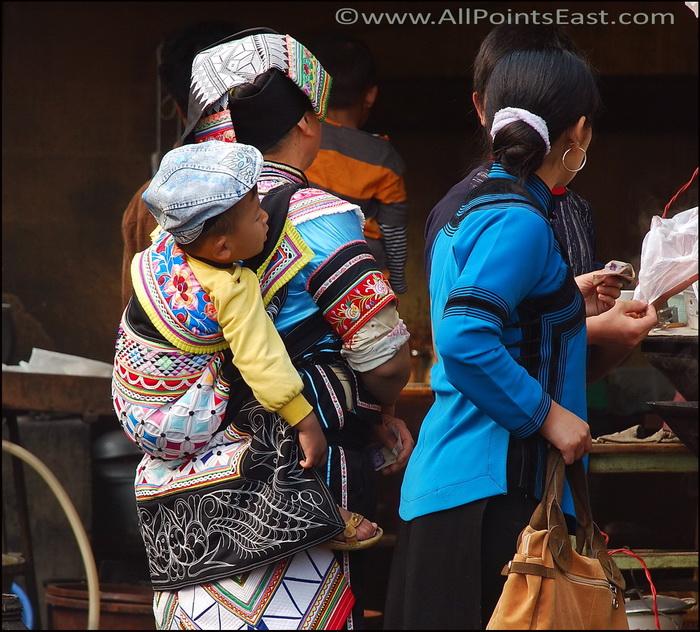 Woman and baby, Yuanyang market