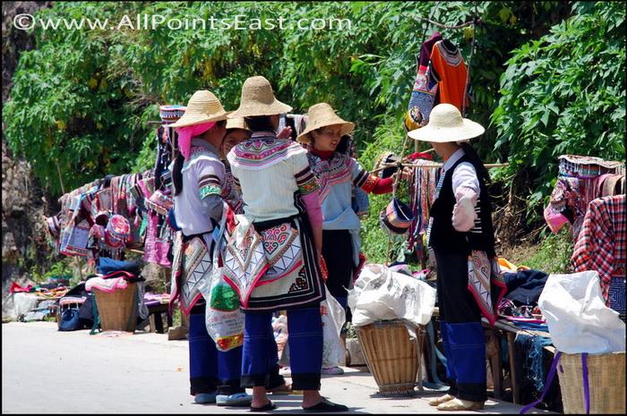 Yi souvenir sellers