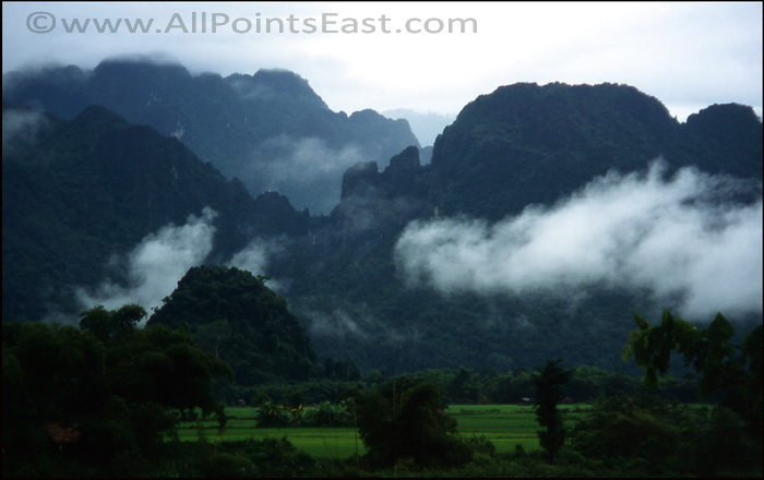 Misty mountains on the far bank of the Song