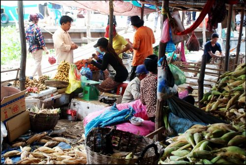 10 photos of our favourite Cambodian market - Kompong Chnang