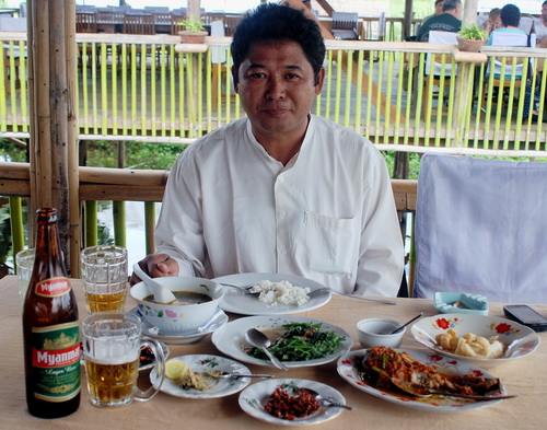 Moe with some Intha specialities on Lake Inle