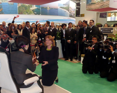 Les receiving the Thailand Green Excellence Award 2012 from the princess of Thailand