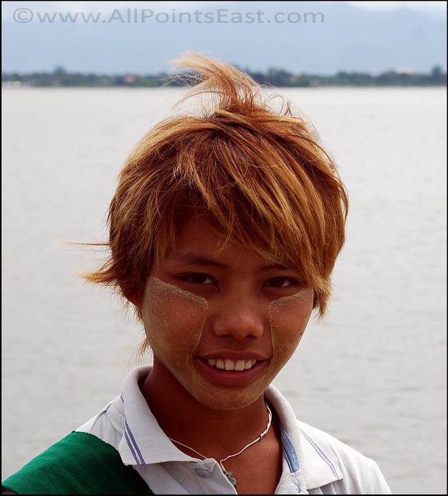 Portraits of Myanmar. U Bein Bridge - trinket seller