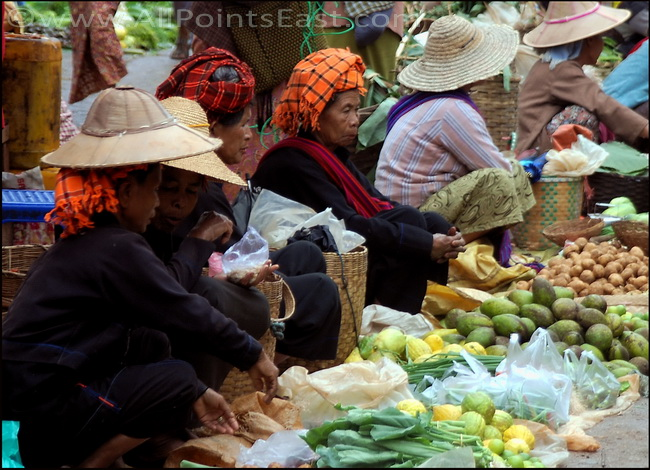 Pa-O women in Aung Ban Market with lemons, potatoes and avocados