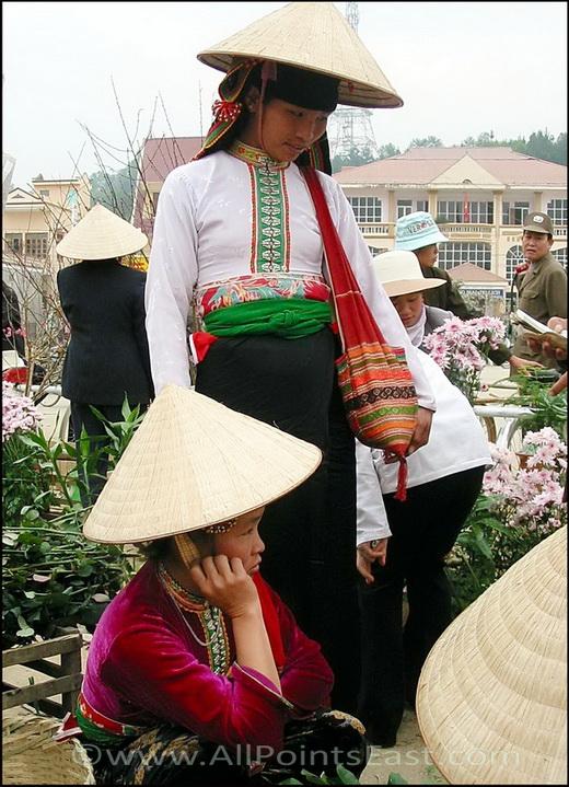 Black Tai, Dien Bien Phu market