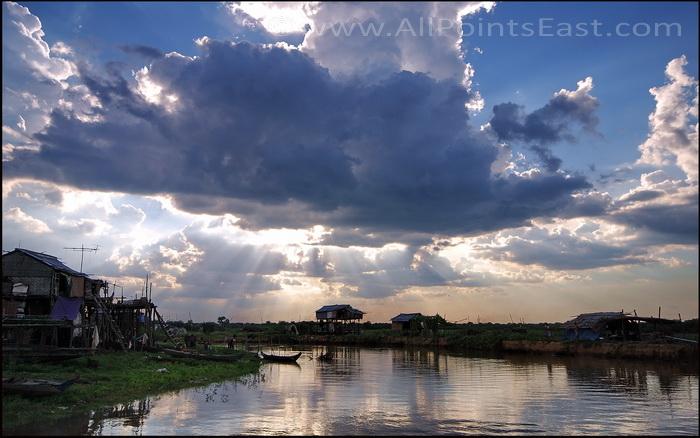 Landscapes of the Sangkar River. Reaching the first dry land after Bak Preah village