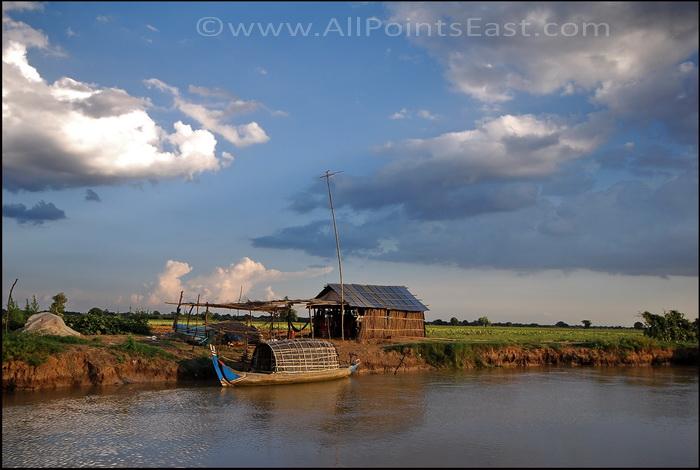 Landscapes of the Sangkar River. Farmland approaching Battambang Town