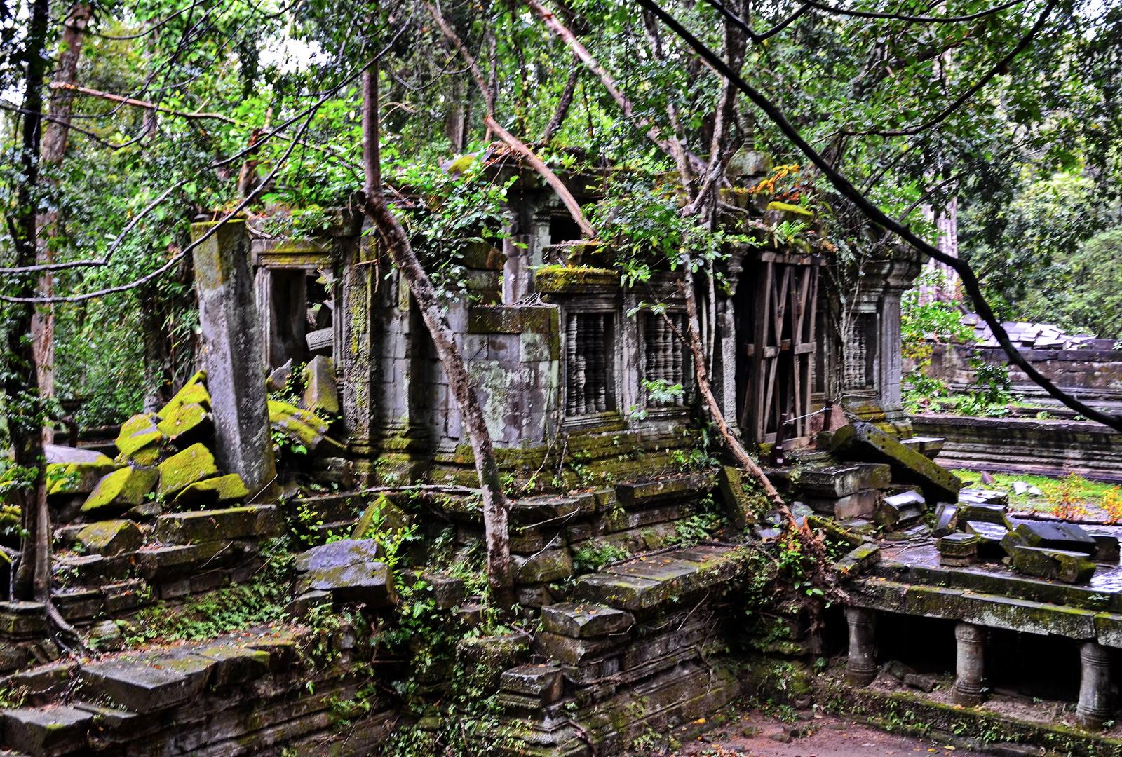 Cambodia, Beng Melea, library