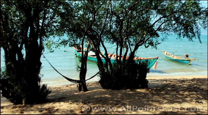 Koh Tonsai, shaded beach