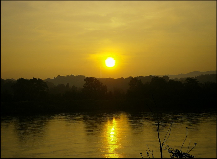 Golden Triangle Photographs. Sunrise at Chiang khong