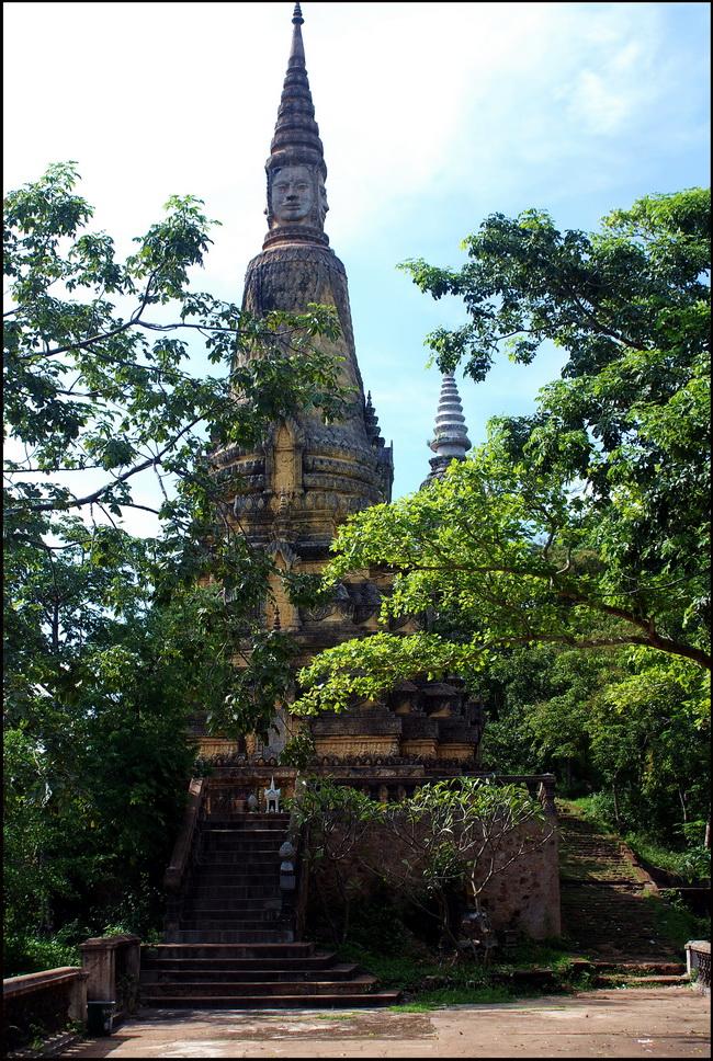 Stupas or chedis at Udong