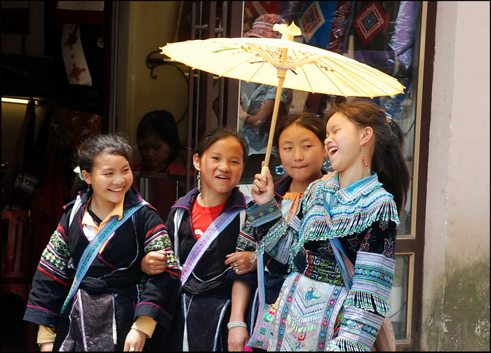 Teenage Hmong girls with plenty to gossip about
