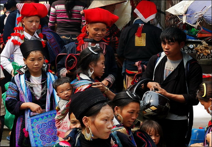 Hmong and the distinctive Red Dzao women in Sapa Market