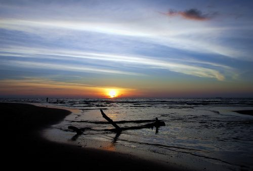 https://allpointseast.com/wp-content/uploads/2012/04/Koh-Lanta-Jan-2011-15-500x338.jpg