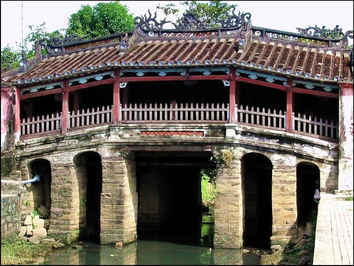 The iconic 'Japanese Bridge', Hoi An