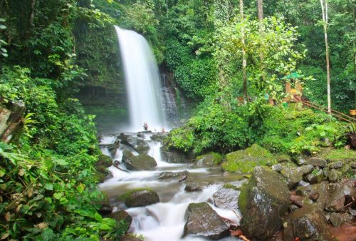 https://allpointseast.com/wp-content/uploads/2012/09/Mahua-Waterfall-500x338.jpg