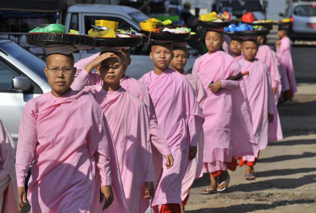 Burma, Myanmar, Buddhist nuns