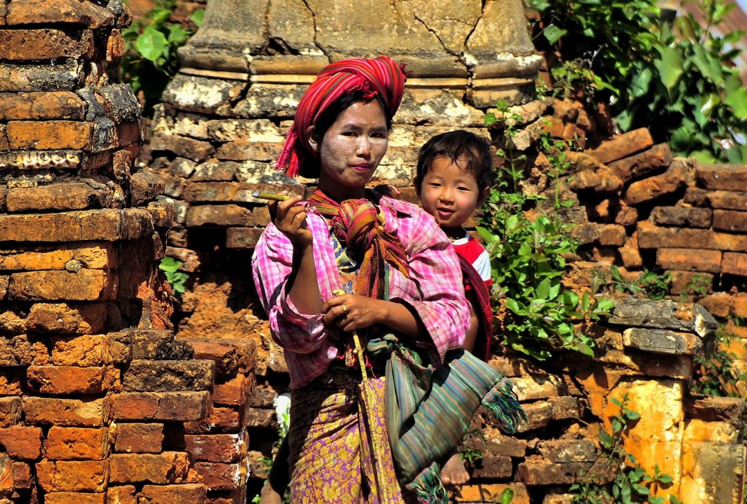 Burma (Myanmar), Pa-O woman at In Dein