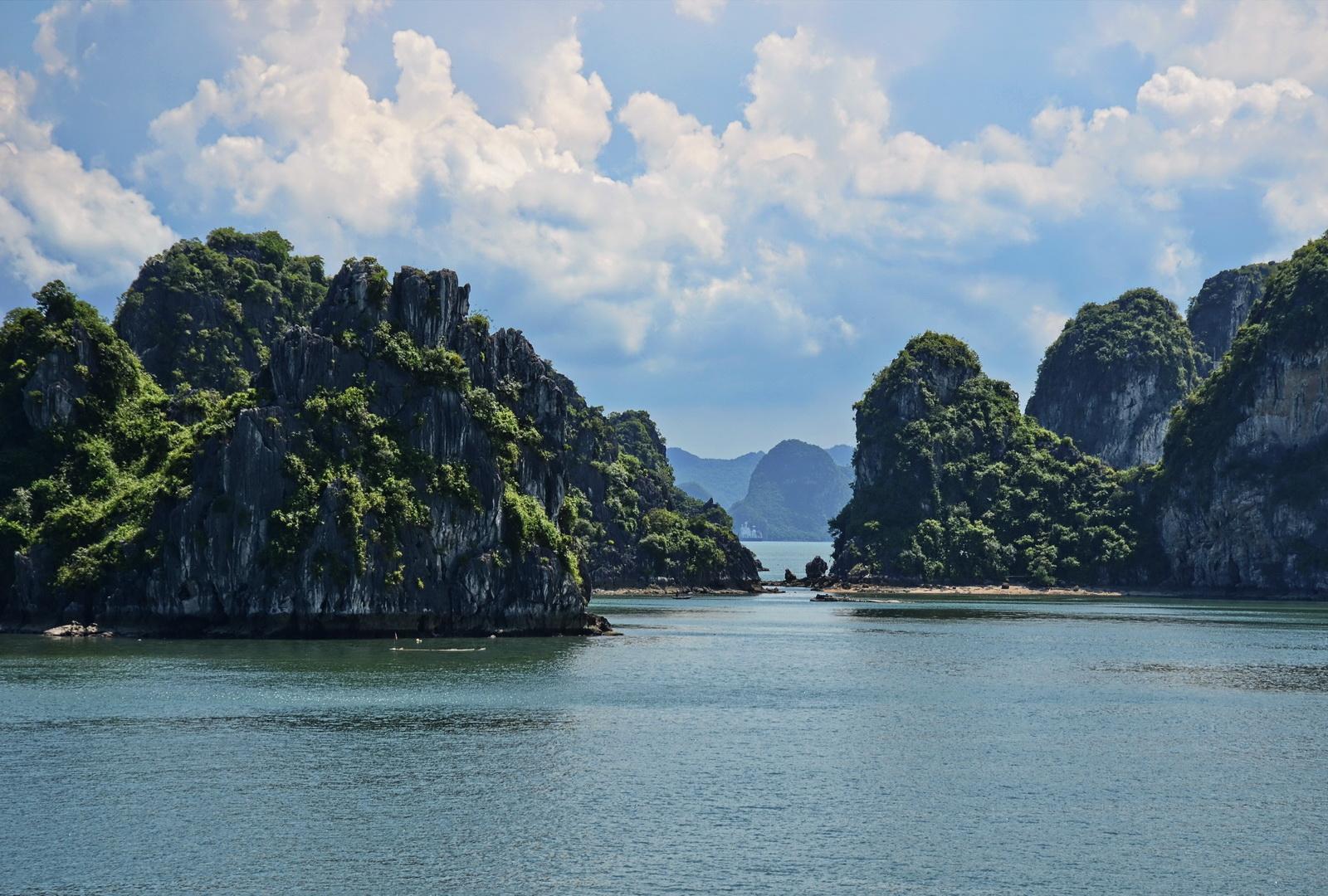 Vietnam, Halong landscape