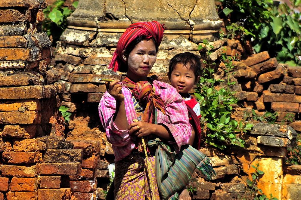 Burma (Myanmar), Pa-O woman at In Dein