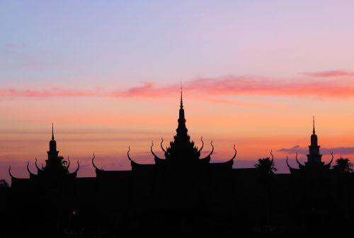 https://allpointseast.com/wp-content/uploads/2013/04/Phnom-Penh-sunset-500x336.jpg