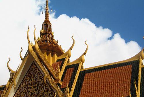 https://allpointseast.com/wp-content/uploads/2013/04/Royal-Palace-roof-PP-500x338.jpg