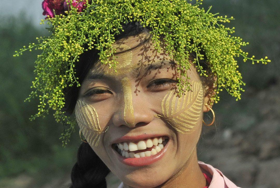 Burma, Myanmar, Vendor at Inva