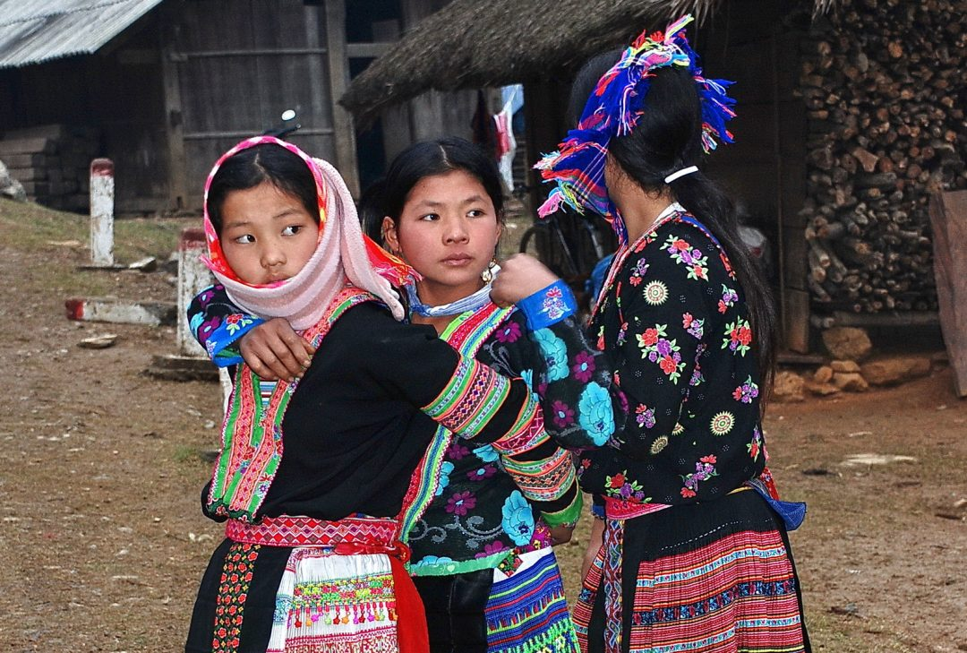 Vietnam, Hmong girls near Tan Uyen