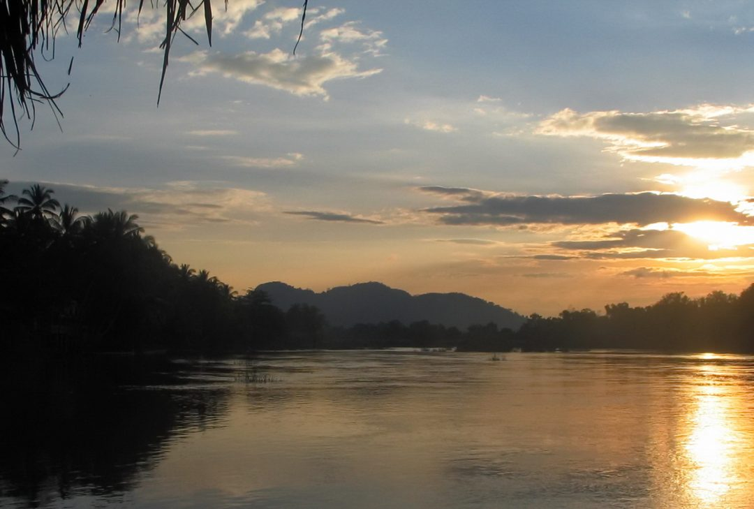 Laos, Seng Ahloune Sunset River View R