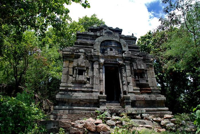 Cambodia World Heritage. Phnom Da, Ashram Maharosei