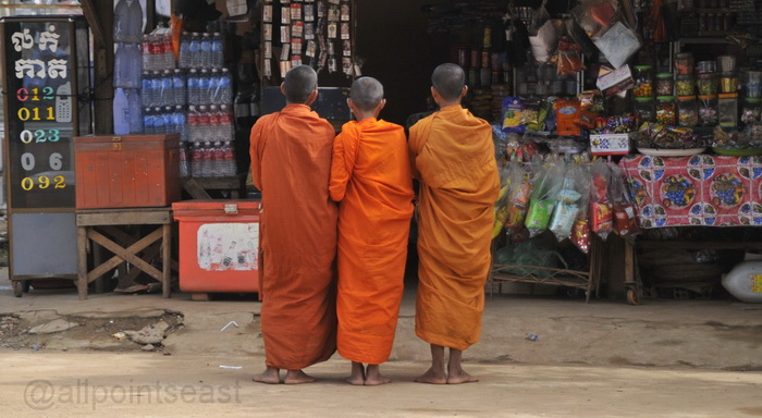 Monks begging for alms - also Skuon