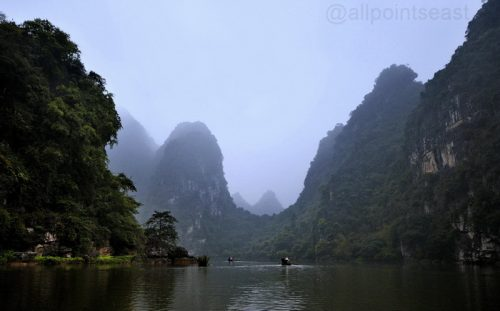 Ninh Binh - Halong in the paddy-fields