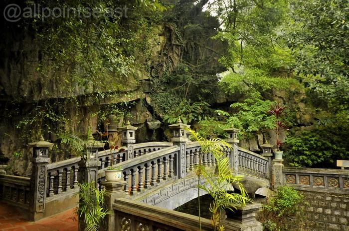 Ninh Binh. Entrance to a pagoda at Trang An