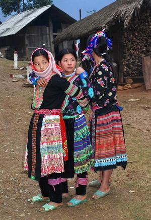 Hmong girls near Lai Chau