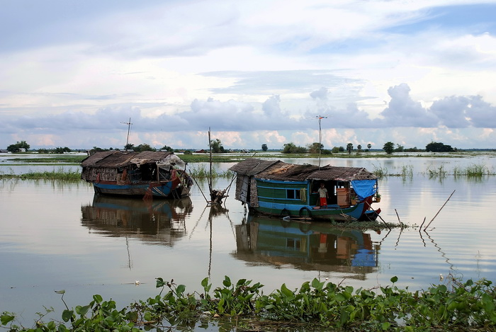 House-boats near the Sangkar River during rainy season