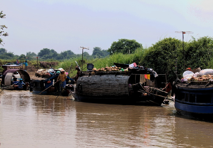 On the move - Sangkar River near Bak Preah, Siem Reap Province