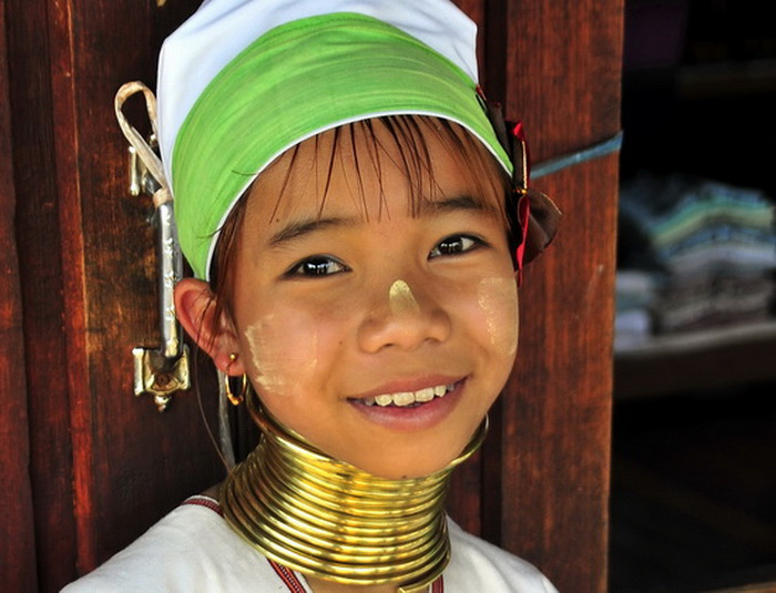 Stunning young Padaung girl at Inle