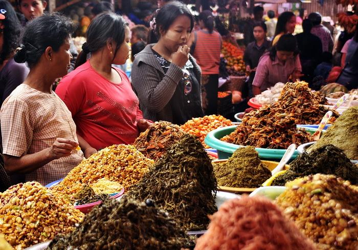 Pyin U Lwin market
