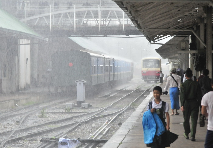 The circular train: departing in a downpour