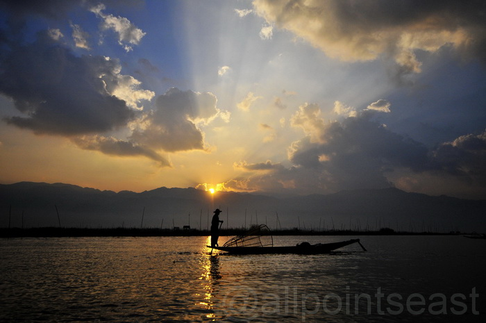 Burma photos. Dawn over Inle Lake